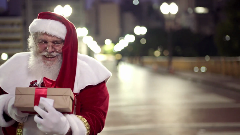 União Sugar Surprises Santa Clauses in New Campaign