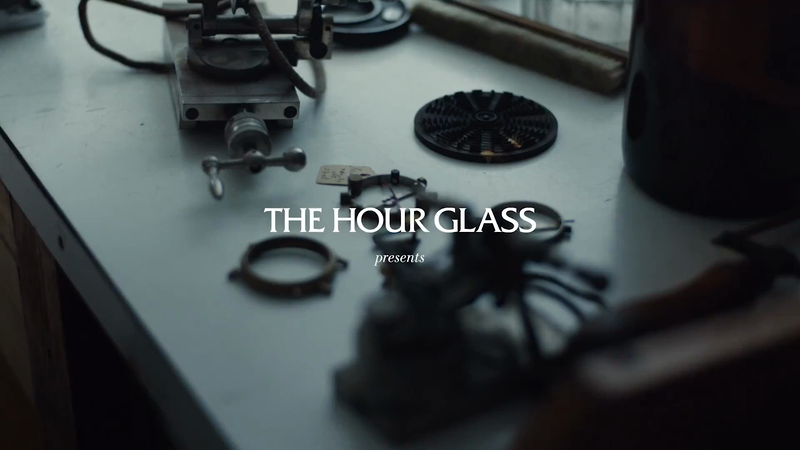 THE HOUR GLASS - Roger Smith