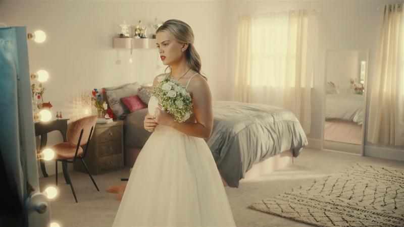 Auto Trader | 'Runaway Bride'